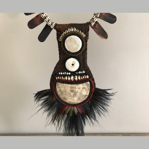 Tribal Wanda Neclace op statief